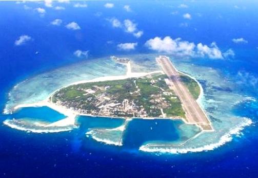 Hình ảnh ghi nhận về việc Trung Quốc bồi đắp, xây dựng đường băng quân sự trên đảo Phú Lâm thuộc quần đảo Hoàng Sa của Việt Nam.