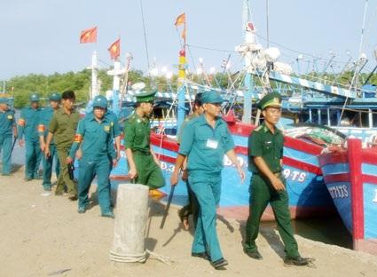 Các lực lượng vũ trang và dân quân tự vệ phối hợp để bảo vệ biên giới, biển, đảo.