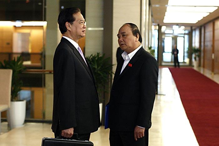 Thủ tướng Nguyễn Tấn Dũng và Phó Thủ tướng Nguyễn Xuân Phúc bên hành lang Quốc hội tuần trước (ảnh: Việt Hưng).