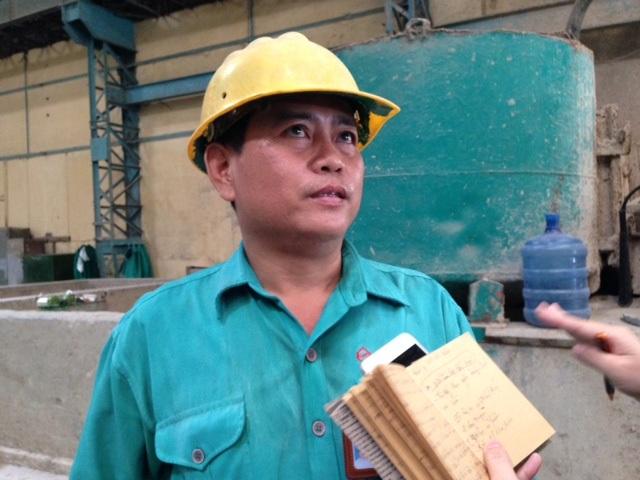 Ông Nguyễn Văn Hiệp – Tổ trưởng tổ pha trộn của nhà máy là thế hệ thứ 2 trong gia đình, đã làm việc tại đây 27 năm.