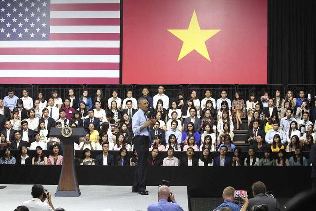 Diễn thuyết trước các thủ lĩnh trẻ của Việt Nam, Tổng thống Mỹ nhắc đến những Sơn Tùng, Trần Lập với khát vọng đường tới ngày vinh quang. (Ảnh: Công Quang)