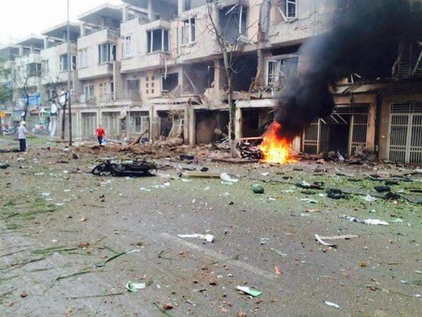 Vụ nổ kinh hoàng do cắt phá bom xảy ra tại khu đô thị Văn Phú - Hà Đông - Hà Nội hồi tháng 3 vừa qua để lại hậu quả nặng nề, làm 5 người chết, 10 người bị thương, cả dãy phố bị hư hỏng nặng.