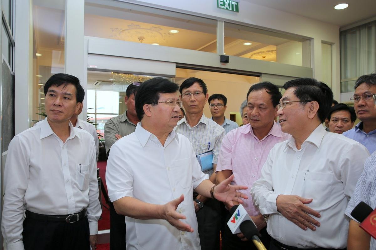 Trong thời gian chờ được ứng cứu, sân bay Tân Sơn Nhất cần triển khai đồng bộ các biện pháp chống quá tải.