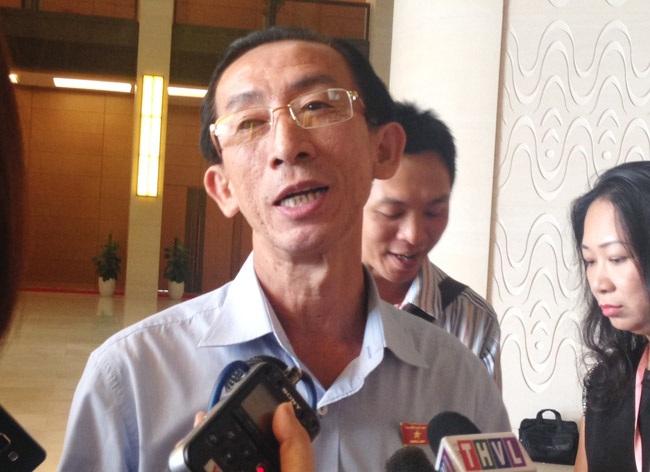 Đại biểu Quốc hội Trần Hoàng Ngân nêu quan điểm, không nên chấp nhận một dự án đầu tư có nguy cơ cao gây ô nhiễm môi trường.