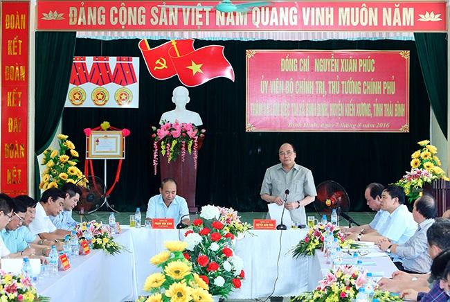Thủ tướng phát biểu trong buổi làm việc tại xã Bình Định, huyện Kiến Xương, tỉnh Thái Bình.