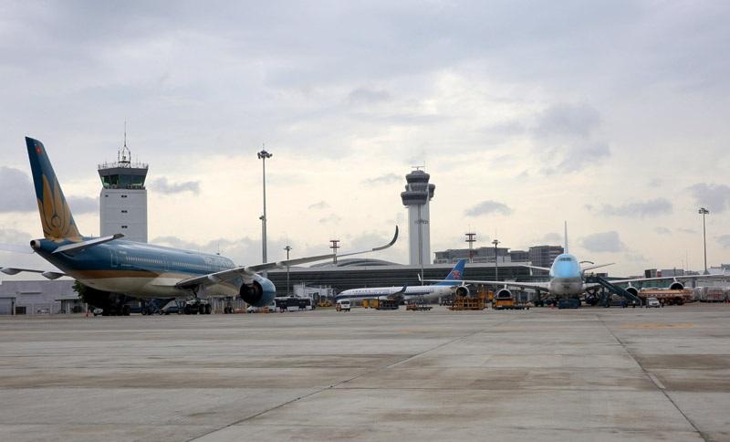 Sân bay Tân Sơn Nhất cần tăng cường hạ tầng cả về đường băng, sân đỗ, nhà ga, hạ tầng kết nối...