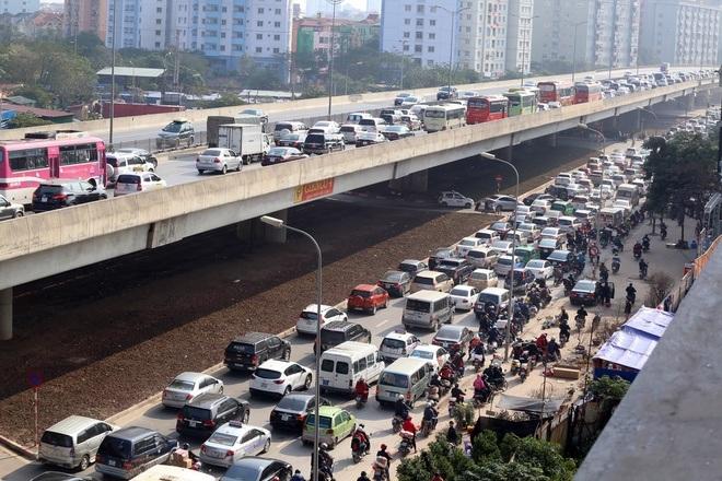 Cao tốc Pháp Vân - Cầu Giẽ thường xuyên ùn tắc những dịp nghỉ lễ gần đây vì lượng xe ô tô cá nhân tăng cao.