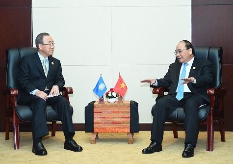 Thủ tướng Nguyễn Xuân Phúc có cuộc gặp gỡ, trao đổi với Tổng Thư ký Liên hợp quốc Ban Ki-Moon