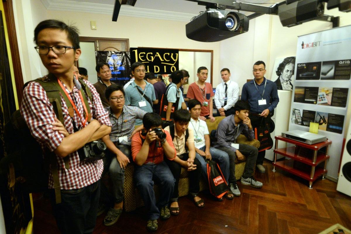 Săn đồ hi-end giảm giá tại Triển lãm thiết bị âm thanh Vietnam AV Show 2016 - 3