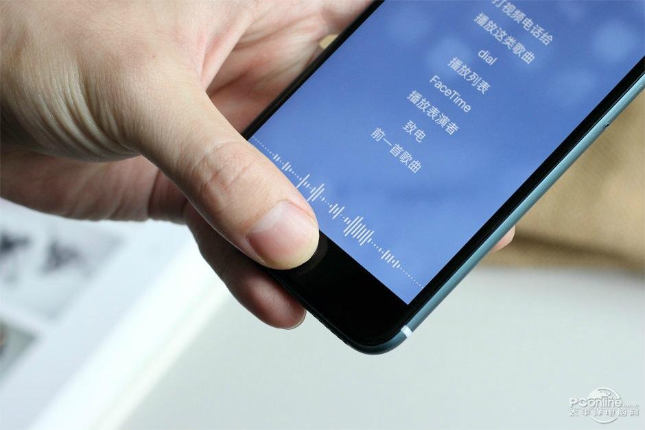 Người dùng còn có thể thấy máy vẫn đang hoạt động tốt với tính năng Siri của Apple