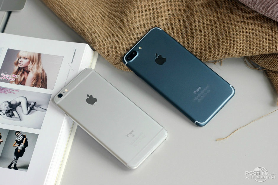 blue-iphone-7-plus-screen-turned-on-4-1471423687914