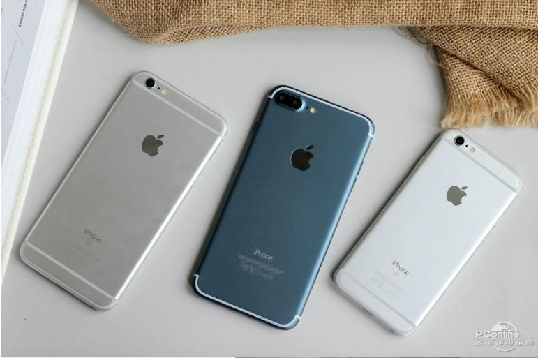 Nhìn chung, lối thiết kế này không có sự khác biệt nhiều so với iPhone 6S Plus, chỉ khác duy nhất là hệ thống camera lẫn vị trí các ăng-ten.