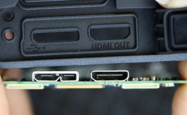 Tại đây, lensrentals cho biết rất thất vọng khi thấy các cổng USB và HDMI được hàn vào bo mạch chính. Lý do cho sự thất vọng đó là các cổng này đều được sử dụng nhiều và xung điện cực mạnh. Nếu xảy ra hỏng hóc chỉ có thể thay nguyên cụm bo mạch chứ không thể thay thế từng linh kiện một.
