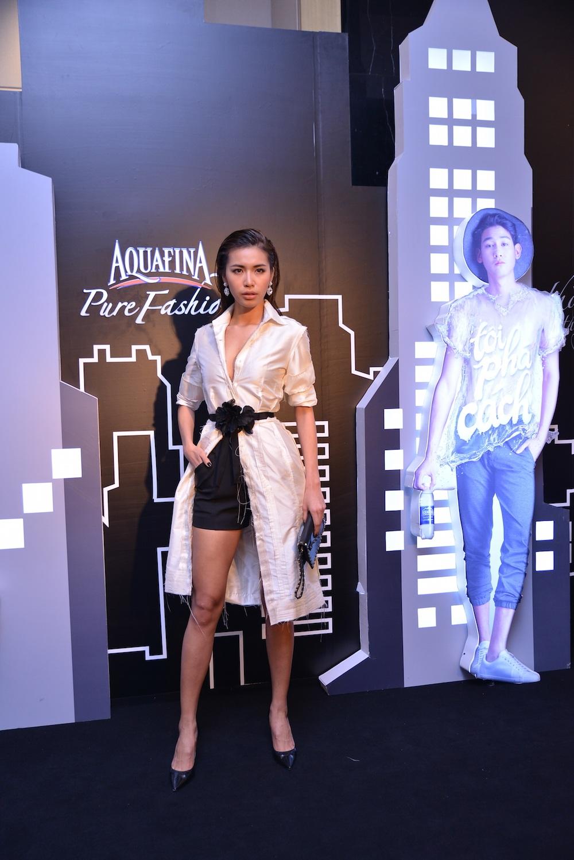 Giải Bạc Siêu mẫu Việt Nam 2013 – Minh Tú khoe vẻ gợi cảm với tông trang điểm màu nude cá tính.