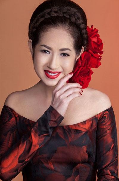 """Điểm diễn đầu tiên của """"Sa mạc tình yêu"""" được diễn ra vào lúc 20h ngày 25/9 tại Cung văn hóa Hữu nghị Hà Nội. Sau đó Ý Lan cùng ê-kip tiếp tục tổ chức tại Đà Nẵng và Sài Gòn. Khán giả hâm mộ có thể liên hệ hotline: 092.515.3456 - 0985.962.962 hoặc hệ thống phân phối vé trực tuyến: Sukienhay.com, Thanglongshow.com, Showbiz-viet.com để đặt mua vé thưởng thức tiếng hát Ý Lan cùng các nghệ sĩ và trở thành một phần ý nghĩa trong đêm nhạc lịch sử của """"Bà hoàng sân khấu""""."""