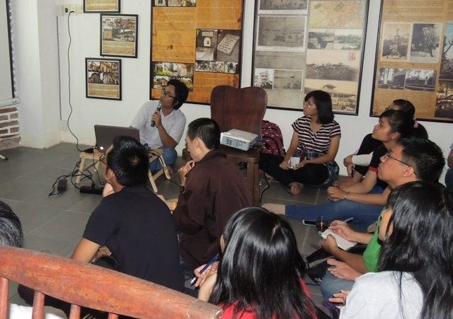 Các bạn trẻ ngày càng xa lạ với các hoạt động văn hóa ý nghĩa (Trong ảnh: Lớp học 1 Tô tìm hiểu về Văn hóa Việt)