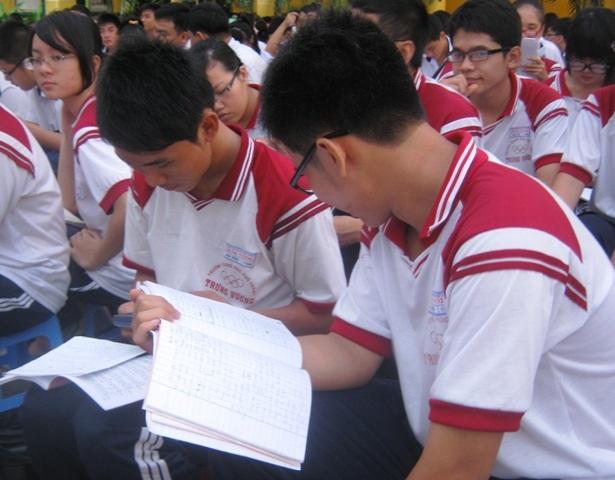 Việc tổ chức dạy thêm trong nhà trường gây áp lực lớn đối với phụ huynh và học sinh
