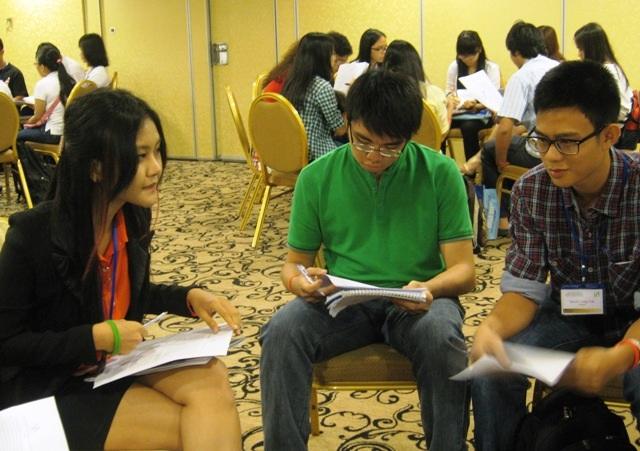 Học sinh, sinh viên ở TPHCM tham gia vào một chương trình tư vấn du học