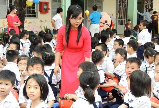 Hình ảnh người thầy Việt còn rất đạo mạo tạo nên khoảng cách giữa người dạy và người học. (Ảnh minh họa)