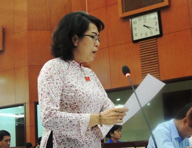 Hầu hết các đại biểu chất vấn Giám đốc Sở GD-ĐT TPHCM Lê Hồng Sơn đều có câu hỏi liên quan đến việc cấm dạy thêm, học thêm trong nhà trường.