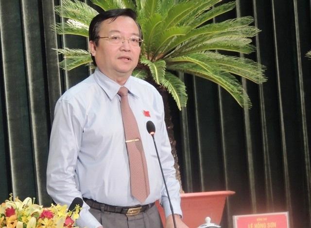 Giám đốc Sở GD-ĐT TPHCM Lê Hồng Sơn trả lời chất vấn.
