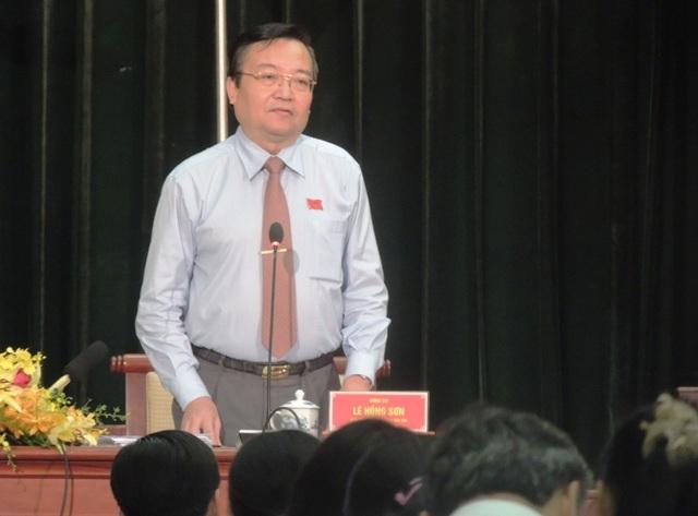 Giám đốc Sở GD-ĐT TPHCM Lê Hồng Sơn giải đáp về vấn đề dạy thêm học thêm (Ảnh: Hoài Nam)
