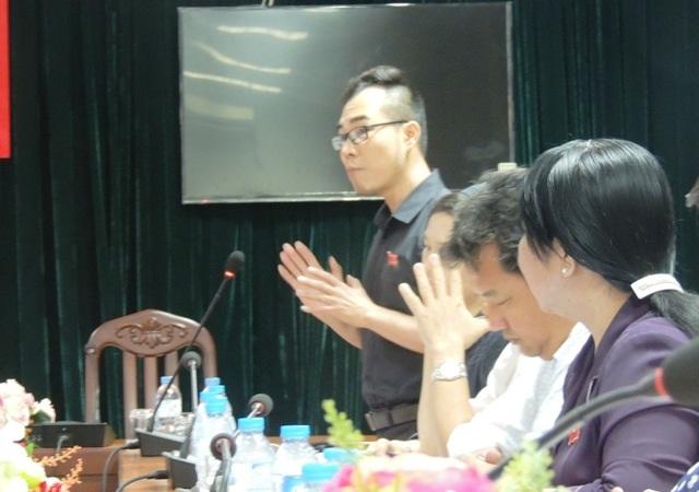 Đại biểu HDND TPHCM Nguyễn Mạnh Trí nêu quan điểm cần phải có những giải pháp cụ thể với dạy thêm, học thêm.