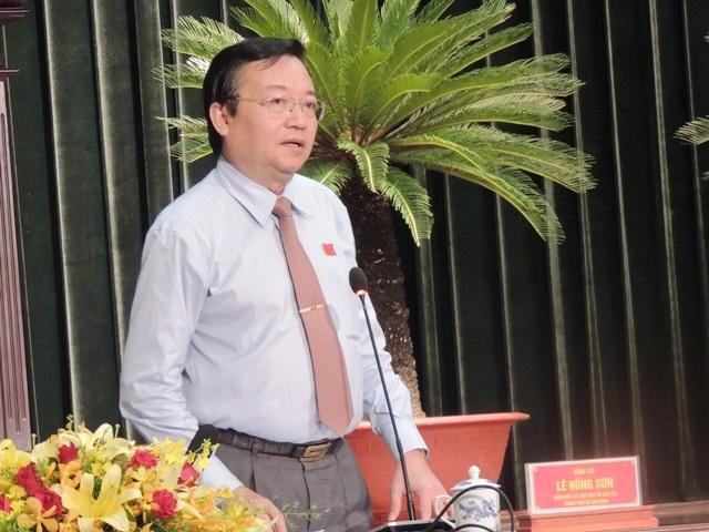 Giám đốc Sở GD-ĐT TPHCM Lê Hồng Sơn giải trình về việc dạy thêm, học thêm tại kỳ họp thứ 2 HĐND TPHCM khóa IX.