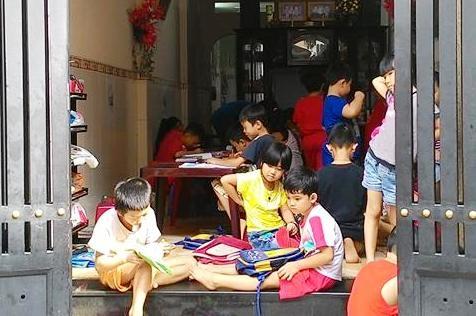 Một giáo viên tiểu học ở TPHCM bị kỷ luật vì tổ chức dạy thêm. (Ảnh minh họa: Hoài Nam)
