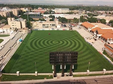 Đường cắt cỏ tuyệt hảo trên sân vận động
