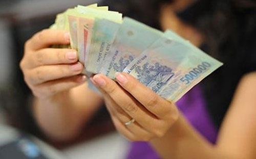 Nhiều nhân viên ngân hàng cho rằng thưởng Tết chỉ là khoản mang tính động viên, nhận được những gì chưa giải ngân trong năm.