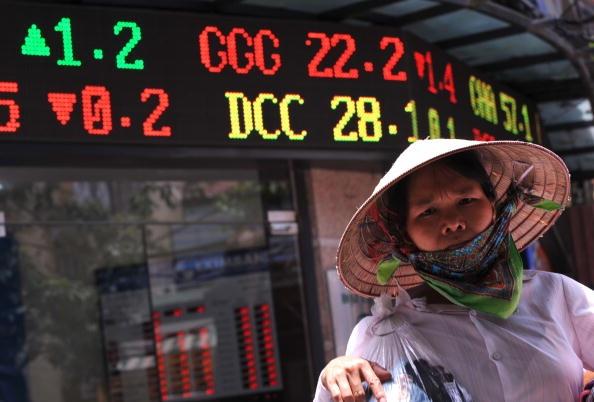 So với các nước trong khu vực, Việt Nam là nước duy nhất có nợ công/GDP tiếp tục tăng đến gần 68% GDP năm 2020