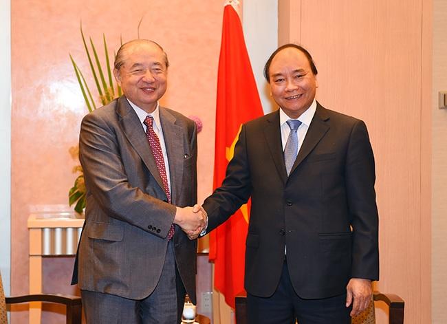 Nhân chuyến thăm Nhật Bản, Thủ tướng Chính phủ Nguyễn Xuân Phúc đã tiếp ông Takehiko Kakiuchi - Chủ tịch, Tổng Giám đốc điều hành Tập đoàn Mitsubishi.