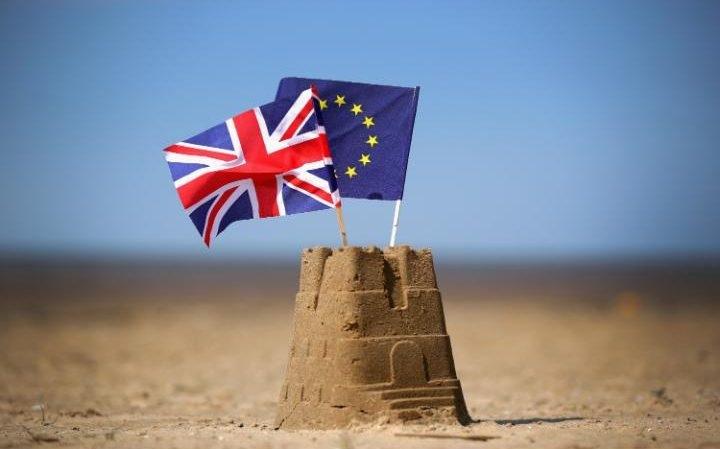 Việc Anh rời khỏi EU được cho là sẽ có tác động tiêu cực lên kinh tế vĩ mô và thị trường tài chính toàn cầu nói chung