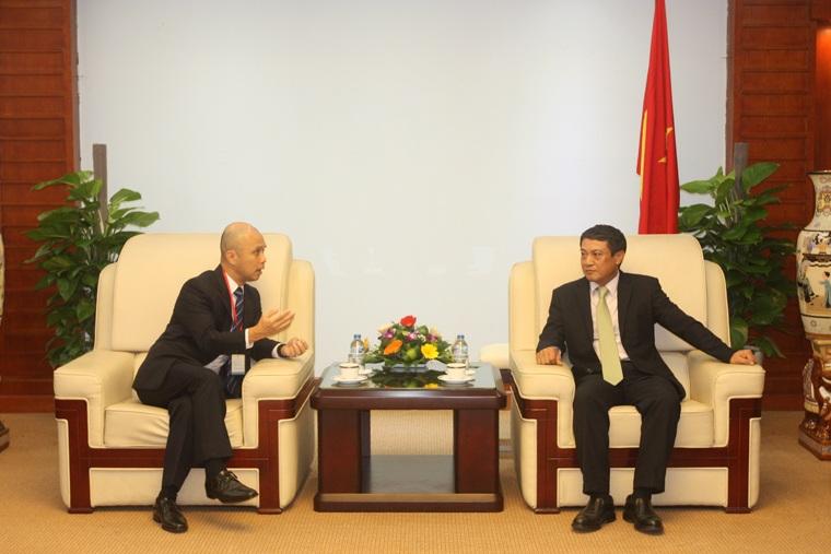 Thứ trưởng Bộ TT&TT Phạm Hồng Hải tiếp Phó Chủ tịch phụ trách kinh doanh Công ty Singtel