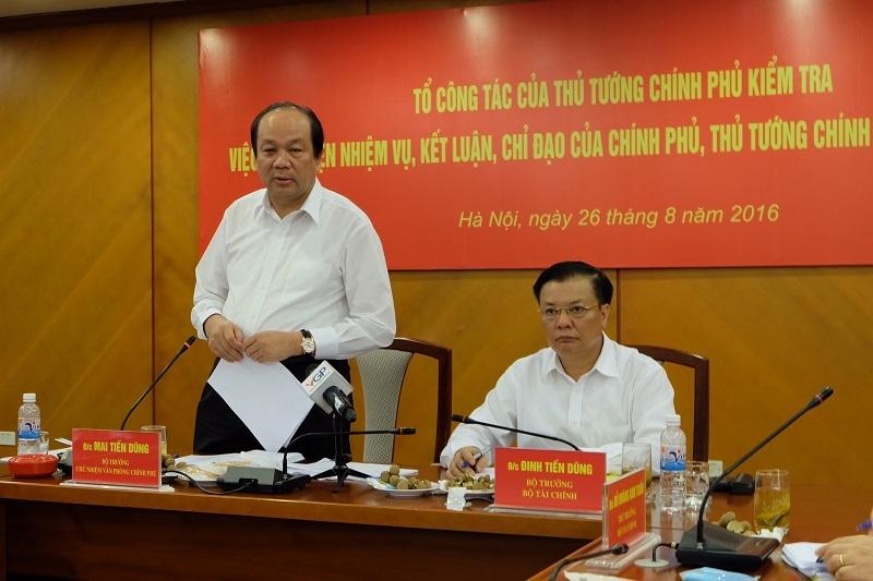 Bộ trưởng Chủ nhiệm Mai Tiến Dũng (trái) và Bộ trưởng Bộ Tài chính Đinh Tiến Dũng (phải) tại cuộc họp sáng 26/8 (ảnh: BD)