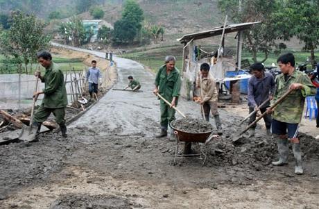 Bê tông hóa nông thôn là một trong những nội dung quan trọng trong Chương trình giảm nghèo bền vững