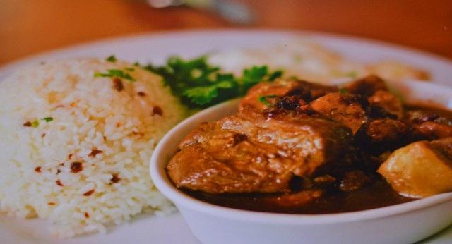 Thịt kho đặc trưng của Philippines.