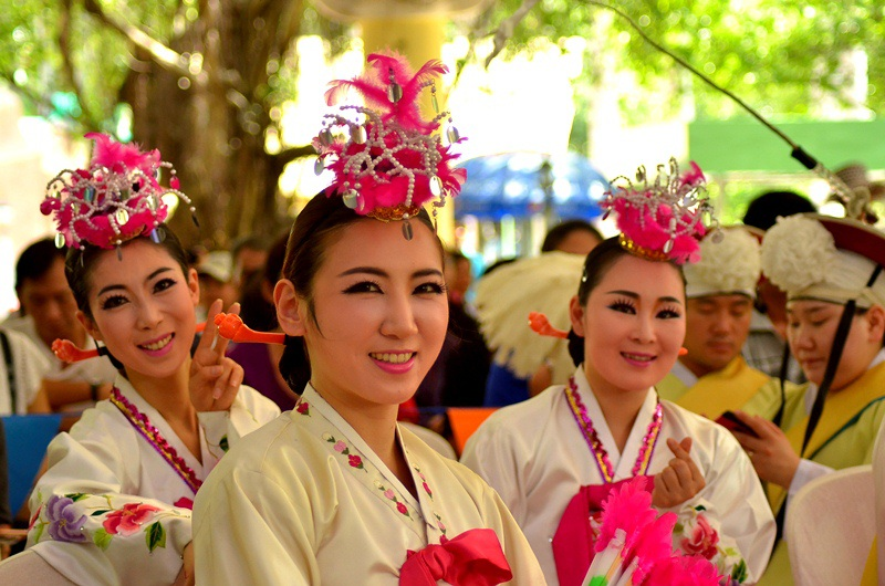 Các vũ công của đoàn nghệ thuật Hàn Quốc.