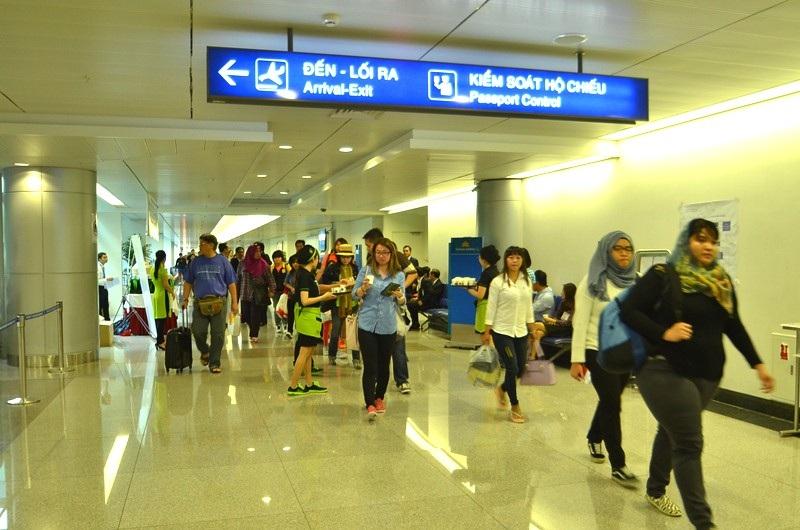 Có nên xem xét việc bổ sung tiếng Trung vào thông tin hướng dẫn tại sân bay?