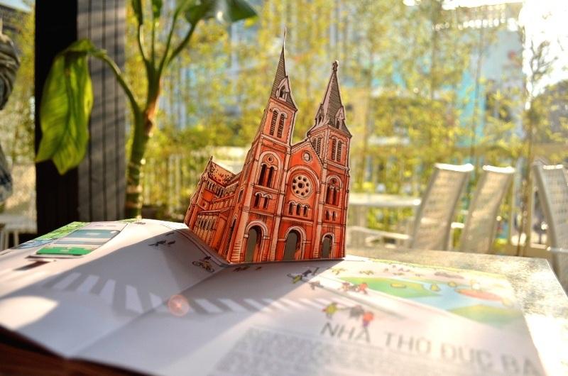 Sách 3D về các điểm nổi tiếng, đặc trưng của TPHCM là một trong những sản phẩm độc đáo, thu hút du khách. Những thông tin về văn hóa bản địa, phong tục tập quán…có thể lồng ghép nhẹ nhàng vào những sản phẩm như thế này.