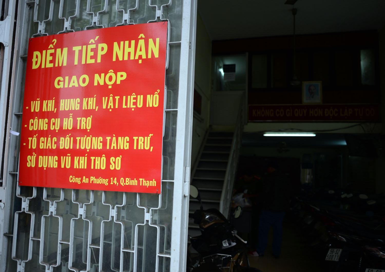 Từ ngày 15/7, công an phường 14, quận Bình Thạnh, TPHCM mở đợt tiếp nhận người dân giao nộp vũ khí nhằm giảm tình hình phạm tội có vũ khí trên địa bàn.