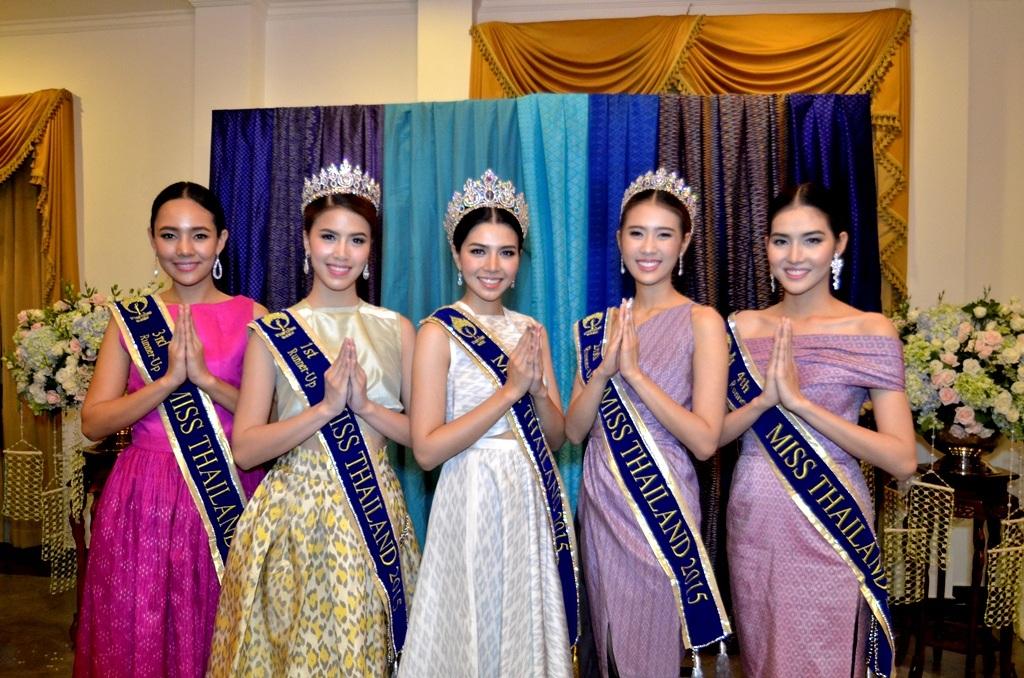 Từ trái qua: Phatcharawan Hutaseranee là á hậu 3 Thái Lan 2015, Pimchanok Jitchoo là Á hậu 1 Thái Lan, hoa hậu Wilasinee Chanwuttiwong, Á hậu 2 - Saowalak Jaisiritanaya, Á hậu 4.