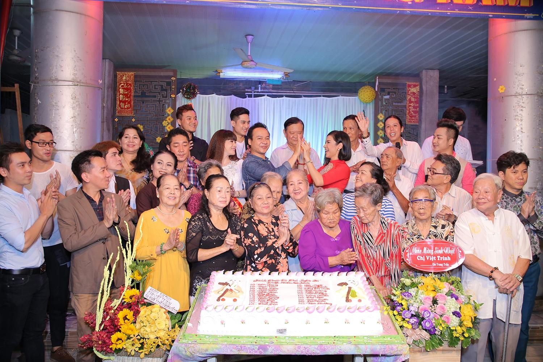 Ngọc Sơn đi từ thiện với Việt Trinh sau cú sốc mất cha - 7