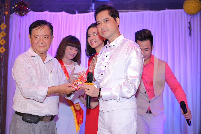 Ngọc Sơn đi từ thiện với Việt Trinh sau cú sốc mất cha - 4