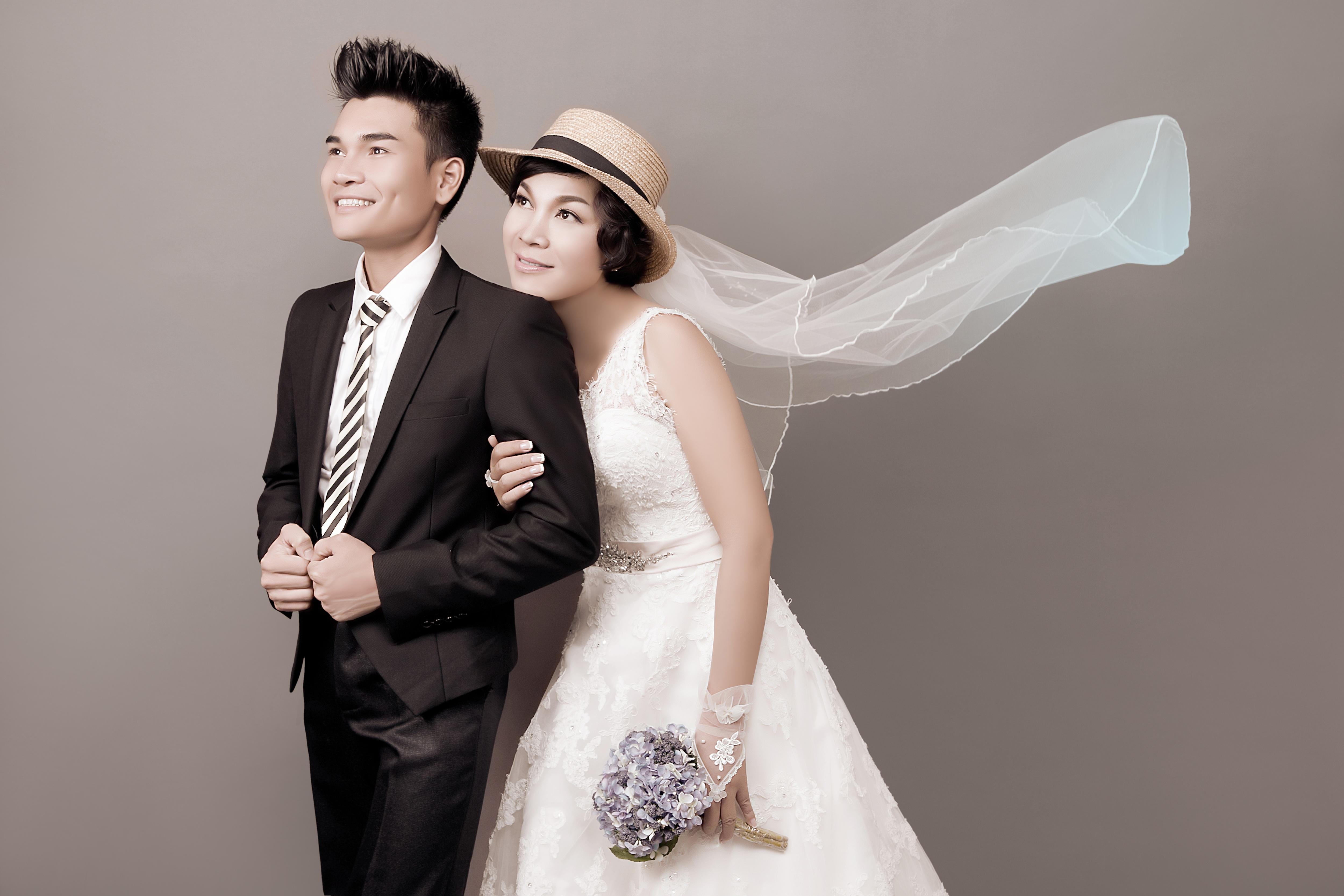 Vợ chồng ca sỹ Lê Duy đã sống với nhau gần 10 năm, họ chỉ chờ đến ngày được đàng hoàng đi đăng ký kết hôn để đúng nghĩa vợ chồng.