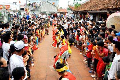 Hội kéo co của người dân Vân Đồn vào mỗi dịp hội hè đầu xuân.