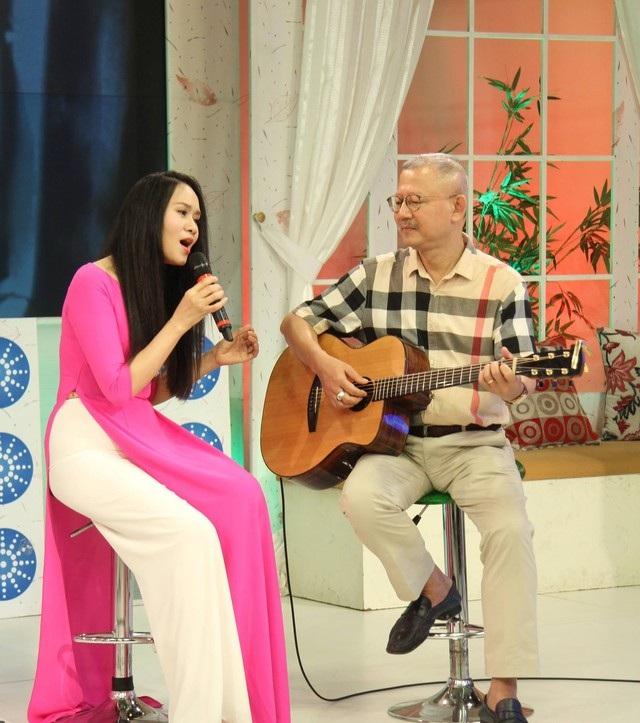 Dù chênh nhau 17 tuổi nhưng Mai Hoa và Trọng Đài chưa bao giờ có cảm giác lệch nhau trong đời sống lẫn âm nhạc.
