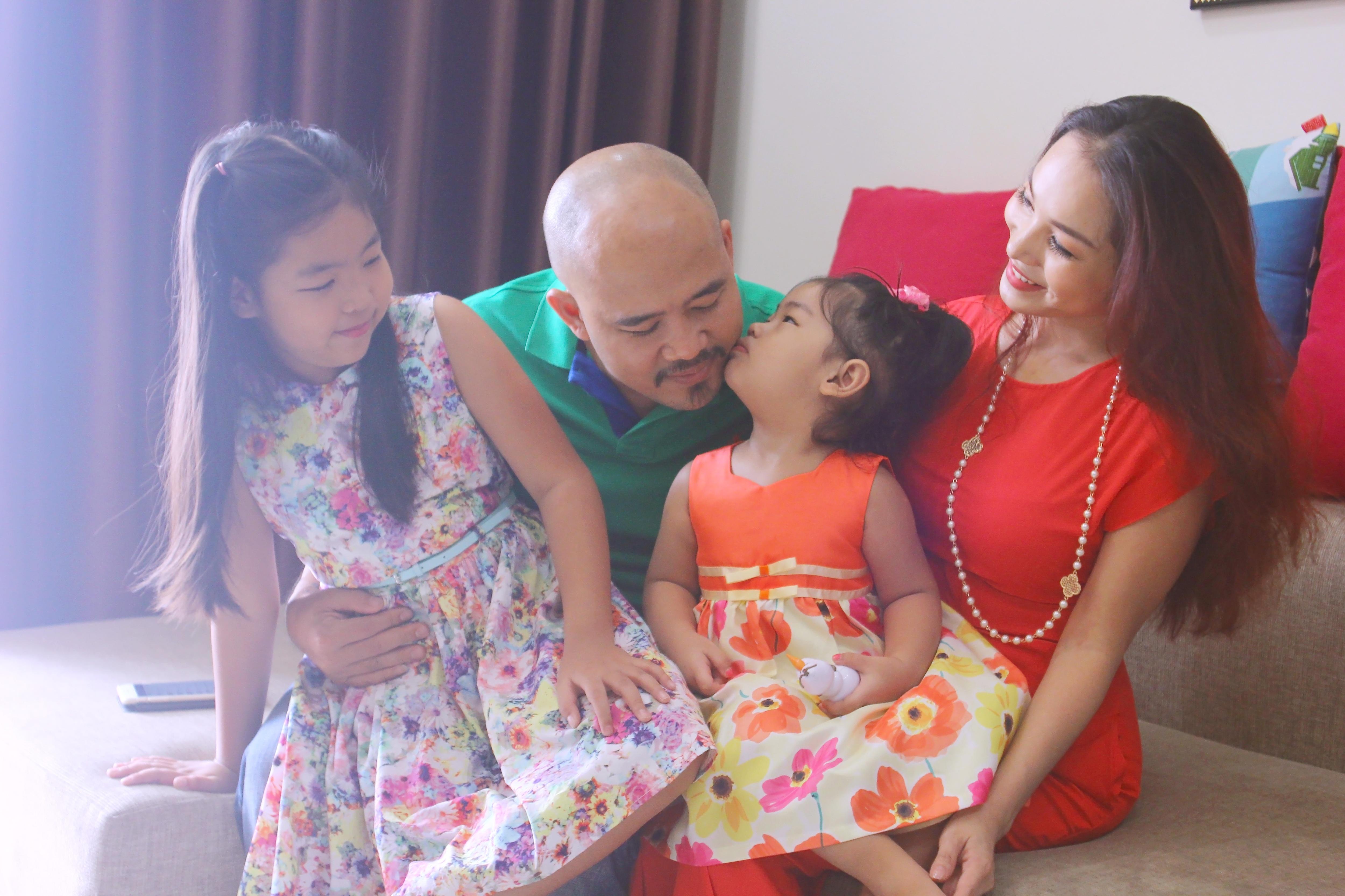 Gia đình hạnh phúc của Trương Lê Sơn và Hoàng Lê Vy.