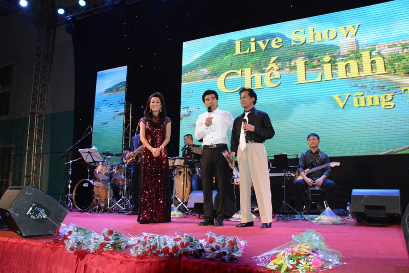 70 tuổi danh ca Chế Linh vẫn khiến khán giả xuýt xoa - 4